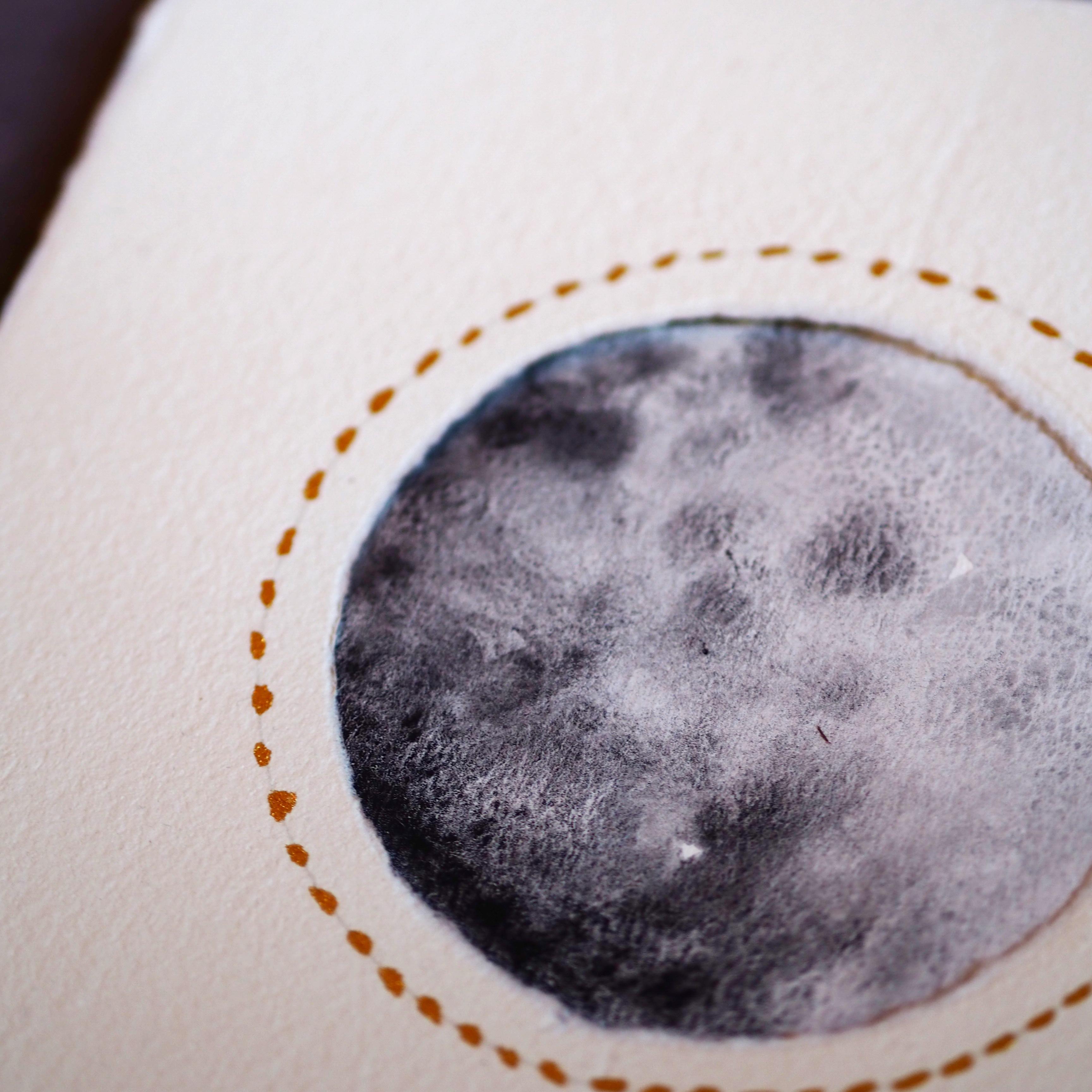 detalle luna pequeña de acuarela